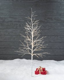 Favorite Winter Tree Display Design Ideas For Small Spaces35