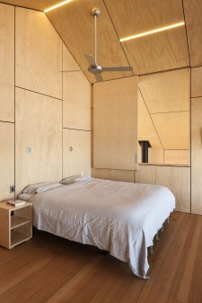 Newest Bedroom Design Ideas That Featuring With Wooden Panel Wall06