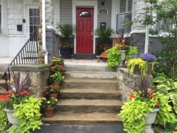 Adorable Front Porch Landscaping Design Ideas To Increase Your Home Style04