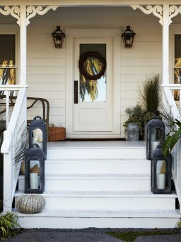 Adorable Front Porch Landscaping Design Ideas To Increase Your Home Style06