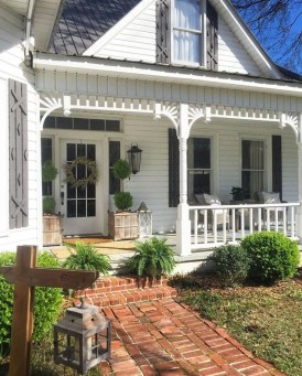 Adorable Front Porch Landscaping Design Ideas To Increase Your Home Style09