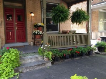 Adorable Front Porch Landscaping Design Ideas To Increase Your Home Style13