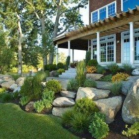 Adorable Front Porch Landscaping Design Ideas To Increase Your Home Style32