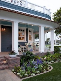 Adorable Front Porch Landscaping Design Ideas To Increase Your Home Style38