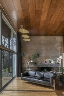 Brilliant Living Room Wood Ceiling Design Ideas That You Should Try06