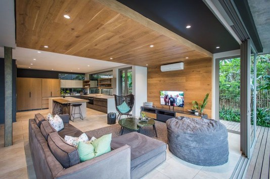 Brilliant Living Room Wood Ceiling Design Ideas That You Should Try34