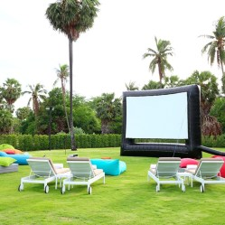 Chic Outdoor Home Theaters Design Ideas To Have Asap09