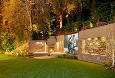 Chic Outdoor Home Theaters Design Ideas To Have Asap27
