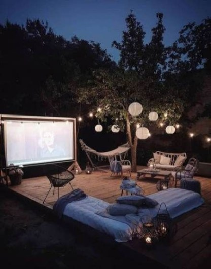 Chic Outdoor Home Theaters Design Ideas To Have Asap29