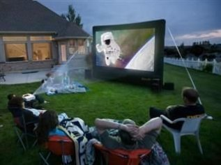 Chic Outdoor Home Theaters Design Ideas To Have Asap33