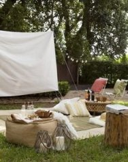 Chic Outdoor Home Theaters Design Ideas To Have Asap36