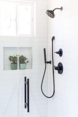 Stunning Black Bathroom Shower Design Ideas That You Need To Copy08