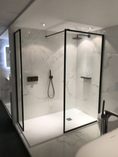 Stunning Black Bathroom Shower Design Ideas That You Need To Copy19