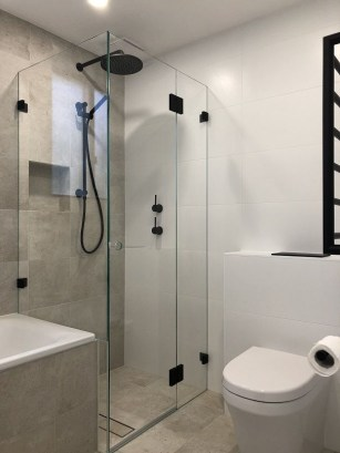 Stunning Black Bathroom Shower Design Ideas That You Need To Copy26