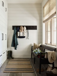 Awesome Farmhouse Mudroom Decorating Ideas To Try Asap 05