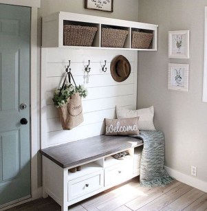 Awesome Farmhouse Mudroom Decorating Ideas To Try Asap 32