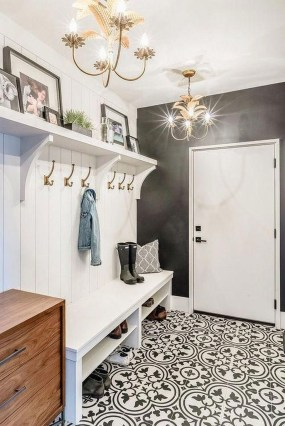 Awesome Farmhouse Mudroom Decorating Ideas To Try Asap 43