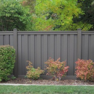 Enchanting Living Fences Design Ideas That Suitable For Your Yard 28