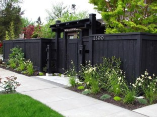 Enchanting Living Fences Design Ideas That Suitable For Your Yard 29
