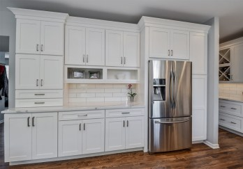 Top White Kitchen Cabinetry Design Ideas That Looks More Modern 34