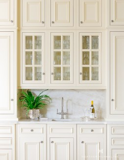 Top White Kitchen Cabinetry Design Ideas That Looks More Modern 39