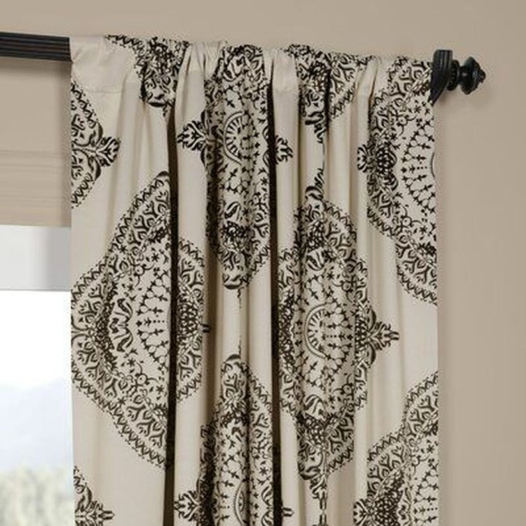Wonderful Farmhouse Curtains Decor Ideas For Living Room To Try Asap 09