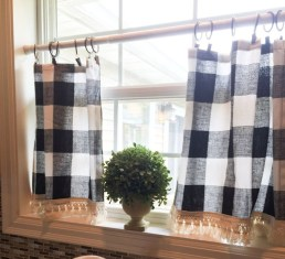 Wonderful Farmhouse Curtains Decor Ideas For Living Room To Try Asap 22