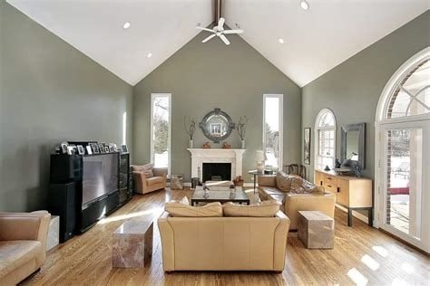Amazing Small Living Room With Vaulted Ceiling 20