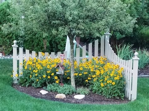 Brilliant Front Yard Corner Lot Landscaping Ideas 21