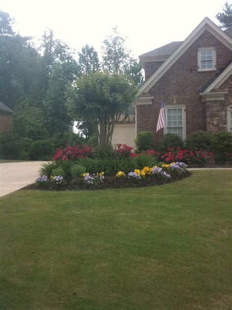 Brilliant Front Yard Corner Lot Landscaping Ideas 34