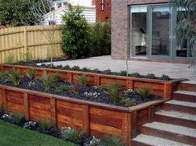 Lovely Retaining Wall Ideas For Sloped Front Yard 03