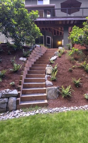 Lovely Retaining Wall Ideas For Sloped Front Yard 04