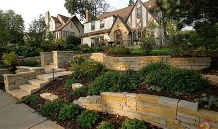 Lovely Retaining Wall Ideas For Sloped Front Yard 07