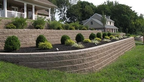 Lovely Retaining Wall Ideas For Sloped Front Yard 10
