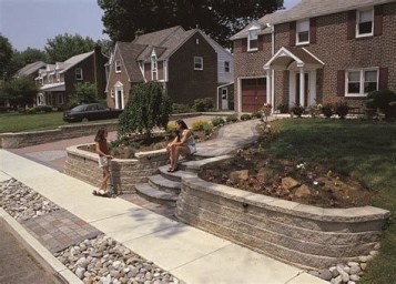 Lovely Retaining Wall Ideas For Sloped Front Yard 12