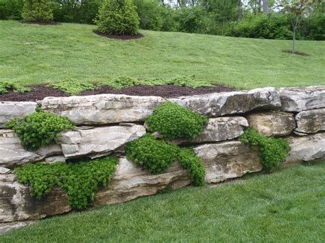 Lovely Retaining Wall Ideas For Sloped Front Yard 14