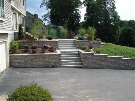 Lovely Retaining Wall Ideas For Sloped Front Yard 24