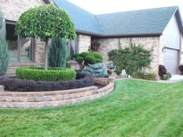 Lovely Retaining Wall Ideas For Sloped Front Yard 26