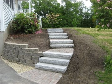 Lovely Retaining Wall Ideas For Sloped Front Yard 29