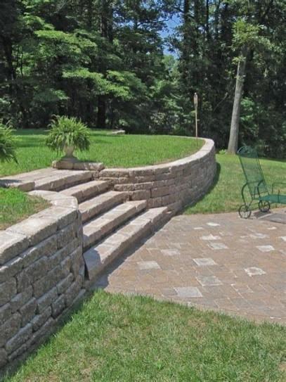 Lovely Retaining Wall Ideas For Sloped Front Yard 31