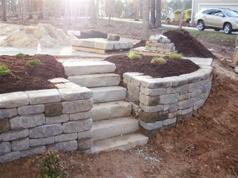 Lovely Retaining Wall Ideas For Sloped Front Yard 32