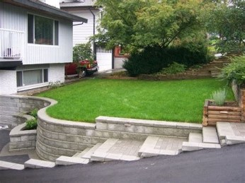 Lovely Retaining Wall Ideas For Sloped Front Yard 40