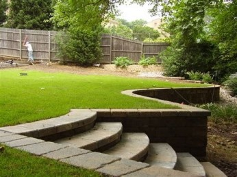 Lovely Retaining Wall Ideas For Sloped Front Yard 41