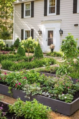 Stunning Front Yard Landscaping Ideas On A Budget 36