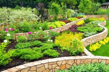 Totally Cute Sloped Backyard Landscaping Ideas 06