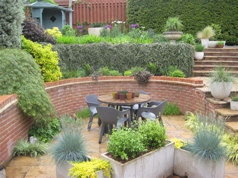 Totally Cute Sloped Backyard Landscaping Ideas 34