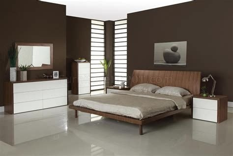 Lovely Two Tone Bedroom Paint Ideas 14