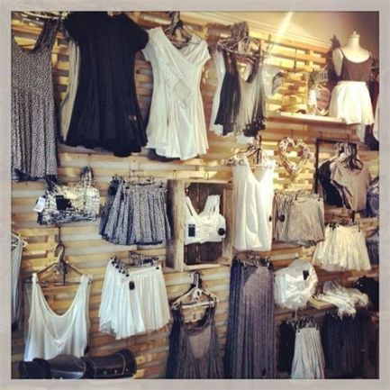 Beautiful Very Small Boutique Design 19