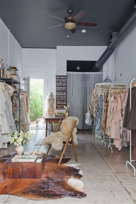 Beautiful Very Small Boutique Design 33