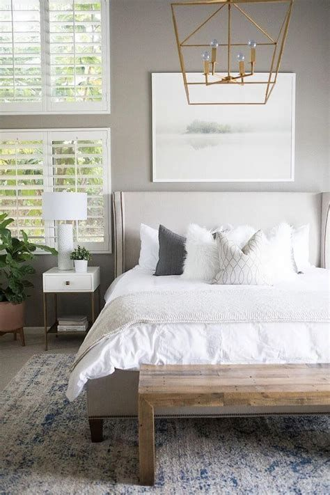 Awesome Grey And White Bedroom Ideas 14